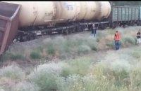 В Днепре на ж/м Северный произошла железнодорожная авария: сошел с рельс товарный состав (ВИДЕО)