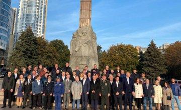 «Дякуємо за життя!» освободителям Днепра! Геннадий Гуфман вместе с евродепутатами почтили память героев