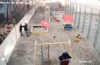 Под Днепром мужчина жестоко избил «обидчика» сына