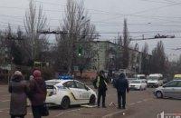 На Днепропетровщине «BMW» влетел в легковушку и снес два дорожных знака
