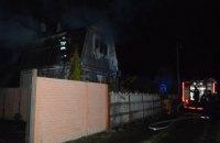 Огонь с двухэтажного дома перекинулся на соседний: в Днепровском районе горели дачи