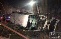 На Днепропетровщине авто влетело в столб и перевернулось: информация о пострадавших