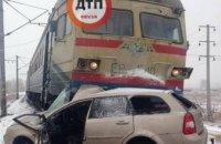 Под Киевом электричка столкнулась с автомобилем (ФОТО)