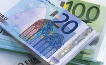 Евро снова падает на межбанке