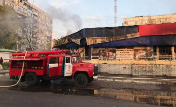 В Запорожской области произошел масштабный пожар в торговом комплексе (ФОТО)