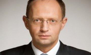 Арсений Яценюк готовится проехать по восточным регионам Украины