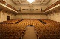 Днепровский театр эстрады представит современный спектакль «И опять во дворе нам пластинка поет»
