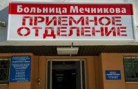 В больнице им. Мечникова спасают 20-летнего днепрянина, которому пуля снайпера вошла в лоб и вышла через затылок