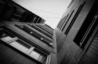 В Никополе с третьего этажа недостроя упал ребенок: мальчик получил серьезные травмы