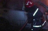 В центре Киева загорелся автомобиль, стоявший на обочине