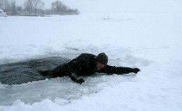 Спасатели напомнили жителям Днепропетровщины правила безопасности на льду