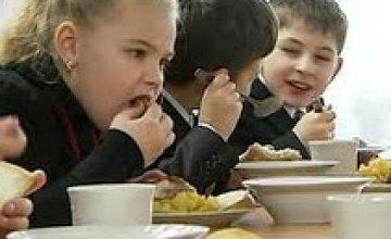 Младших школьников области бесплатно кормят в учебных заведениях