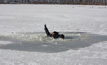 В Днепре мужчина провалился под лед и утонул