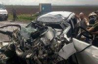 На трассе под Никополем столкнулись грузовик и легковушка: пострадавших из покореженного авто вырезали спасатели (ФОТО)