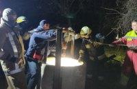 Начало засасывать в глину: в Днепре спасли парня, упавшего  в 23-метровый колодец (ФОТО, ВИДЕО)