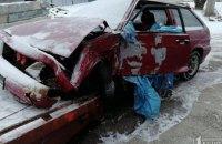 Серьезное ДТП в Кривом Роге: автомобиль врезался в забор частного дома (ФОТО)