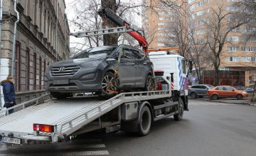 В Днепре более 2 тыс. автомобилей побывали на штрафплощадке за нарушение правил парковки