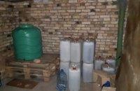 На Днепропетровщине мужчина организовал подпольный цех по изготовлению фальсифицированного алкоголя