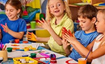 Без игрушек, ковров и полотенец: в Минздраве предложили условия работы детсадов