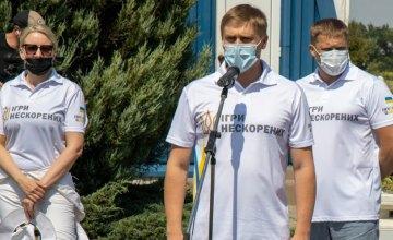 Александр Бондаренко поддержал областную команду «Игр непокоренных» и организовал для ветеранов АТО прыжок с парашютом