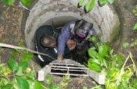 В Полтавской области пожилая женщина упала в канализационный колодец