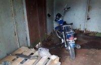 На Днепропетровщине несовершеннолетний парень украл мопед и пытался его разобрать