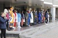 У Дніпрі біля міської ради провели показ спецодягу місцевих виробників до Дня охорони праці