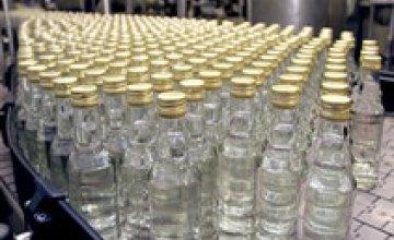 Налоговики «накрыли» цех с 11 тысячами бутылок водочного фальсификата