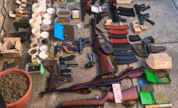 В Днепре мужчина хранил в квартире арсенал оружия и боеприпасов