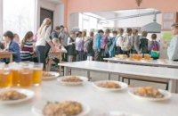 В детских садах и школах Днепра дети питаются по новому меню