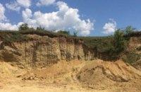 На Днепропетровщине двух селян обвиняют в незаконной добыче около 4,5 тонн песка и глины