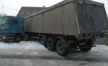 В Днепропетровской области грузовик врезался в жилой дом