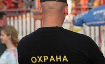 Охранник агрофирмы в Никополе напал на съемочную группу «Резонанс ТВ»