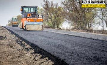 Працюють і вдень, і вночі: на Дніпропетровщині ремонтують трасу Знам'янка-Луганськ-Ізварине