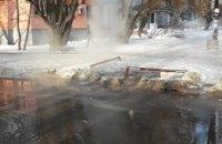 На 12-м квартале в Днепре прорвало трубу с горячей водой (ФОТО)