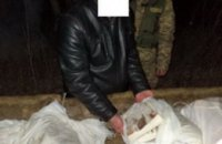 Украинец пытался вывезти на телеге в Белоруссию 14 мешков сала
