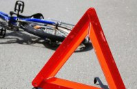 Под Днепром легковушка сбила пенсионерку на велосипеде: пострадавшая в коме