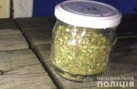 На Днепропетровщине у мужчины нашли банку с наркотиками