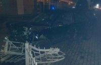 В Ровно машина влетела в остановку общественного транспорта: есть пострадавшие