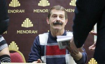 Звезда «Маски Шоу» Борис Барский раздавал автографы днепропетровчанам