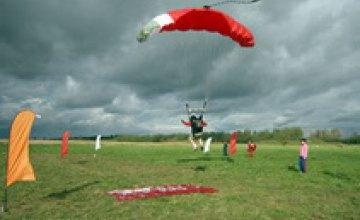 Во время соревнований в Днепропетровске умер российский парашютист