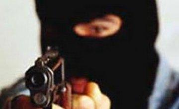 Ограбление продмаркета в Никополе: грабитель едва не зарубил продавщицу топором