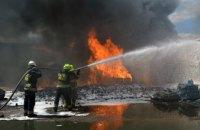В Днепре на территории 2 тыс. кв. м. горел склад: причиной возгорания стала жидкость для омывания стекол (ФОТО)