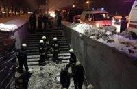 На Запорожском шоссе в Днепре под весом снега обрушилось металлическое перекрытие пешеходного перехода (ФОТО)