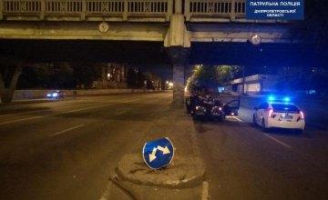 Ночью в Днепре пьяный водитель врезался в отбойник на Слобожанском проспекте
