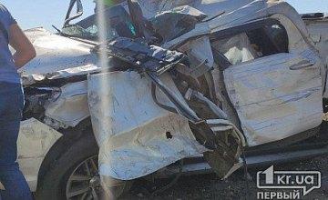 На Днепропетровщине фура столкнулась с внедорожником: 2 пассажира погибли