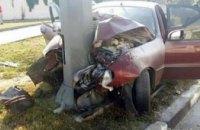 В центре Харькова автомобиль врезался в столб: погибли три человека