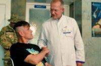 Раненному киборгу вручили почетное звание «Народного Героя Украины» прямо в больничной палате