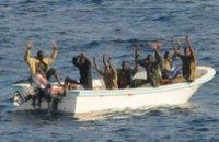 Украинские моряки укрылись от пиратов в трюме судна