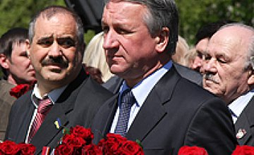 Иван Куличенко и Александр Вилкул почтили память освободителей Днепропетровска